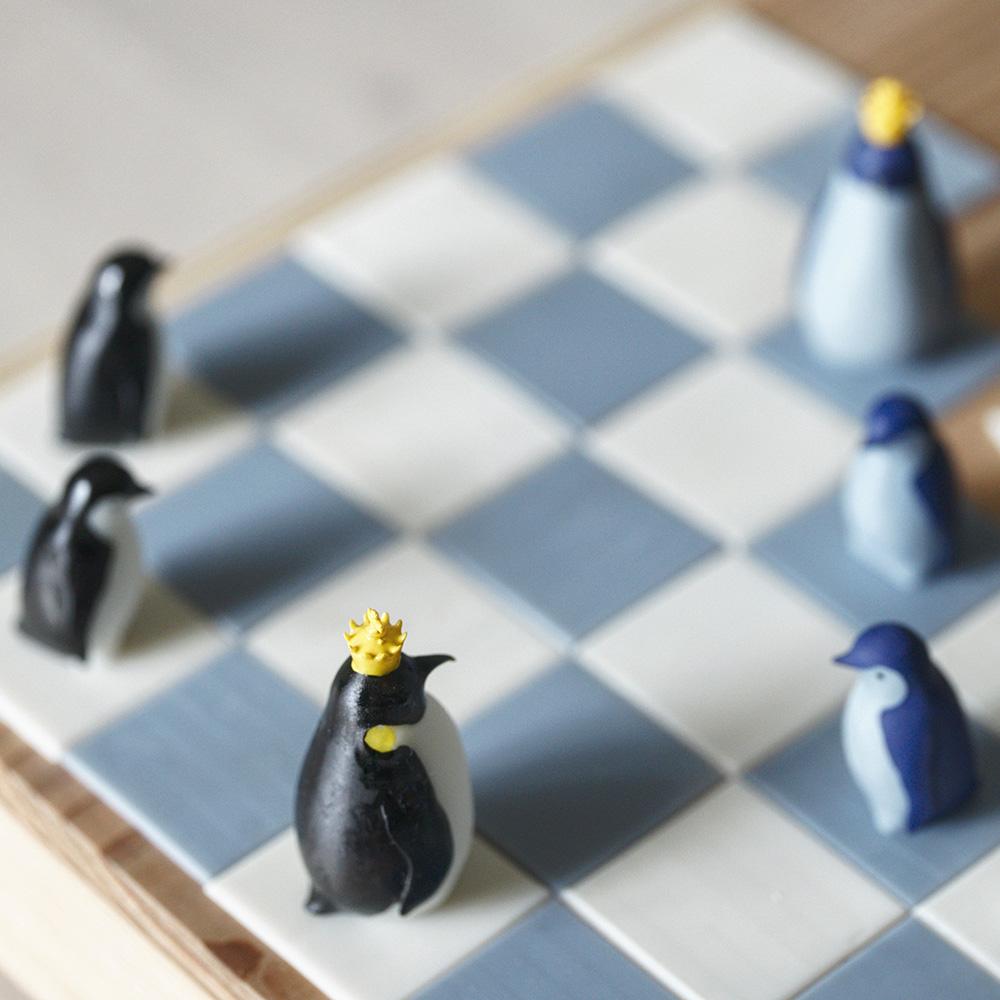 ペンギンをコマにしたチェス、その名もペンギンチェス。